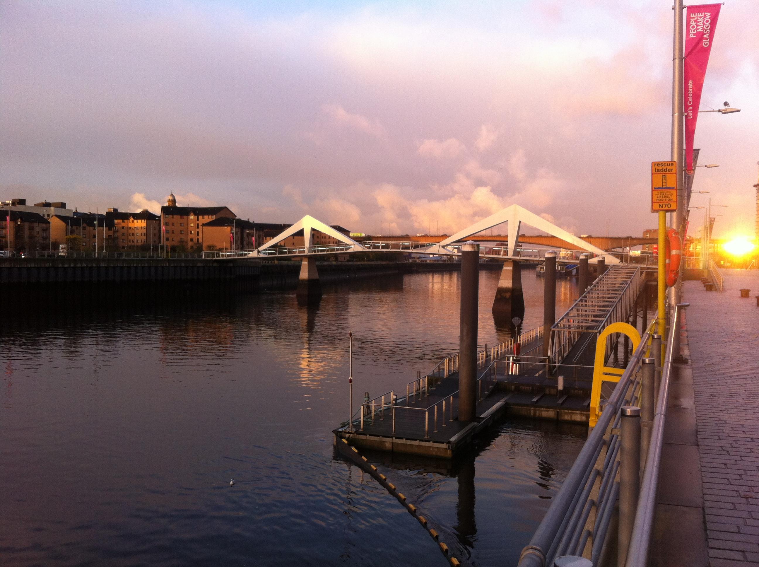 Amanecer sobre el río Clyde, en Glasgow