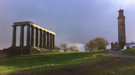 Calton Hill y el Monumento Nacional de Escocia