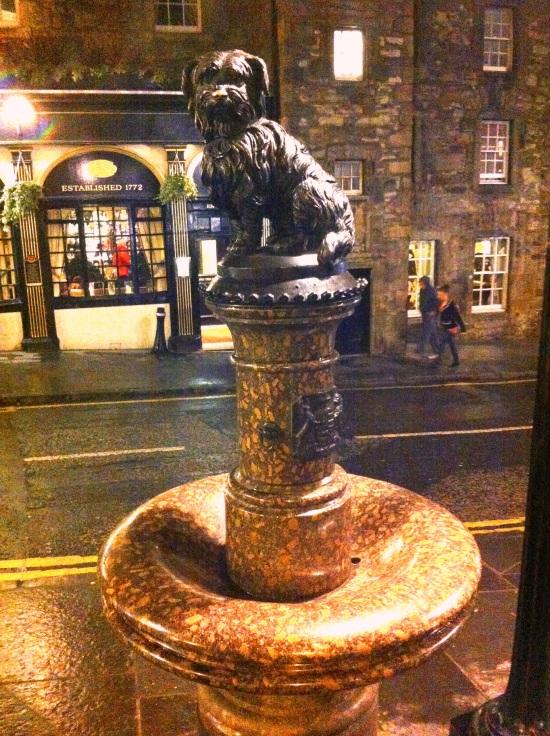 Estatua de Bobby, el perro más famoso de Edimburgo
