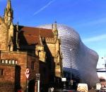 Contrastes entre lo moderno y lo antiguo de Birmingham