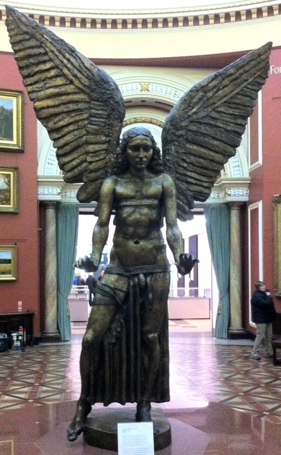 Escultura de Lucifer en el museo de arte de Birmingham