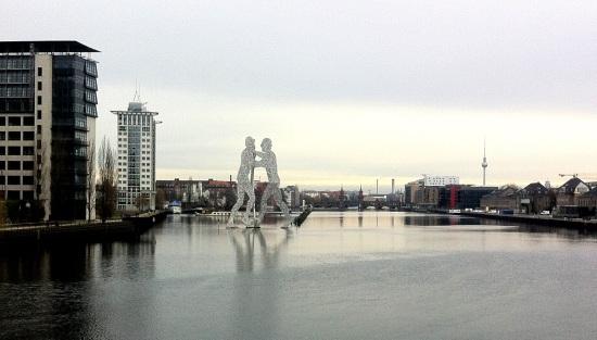 El Atomic Man sobre el río Spree