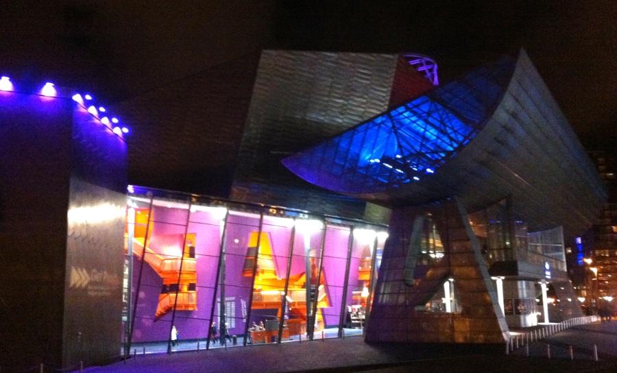 The Lowry, complejo artístico con teatros, cines y salas de espectáculos en Manchester