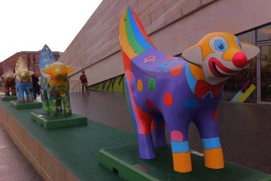 Lambananas afuera del museo de Liverpool