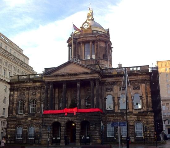 Palacio Municipal de Liverpool decorado de navidad