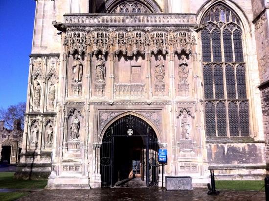 Entrada lateral de la Catedral de Canterbury