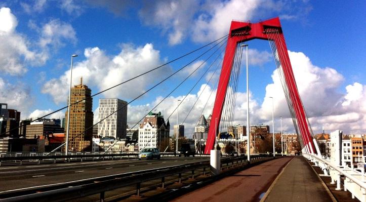 Puente Willemsburg sobre el Río Mass