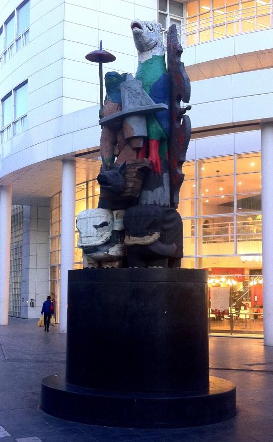 Escultura en Grote Marktstraat, La Haya