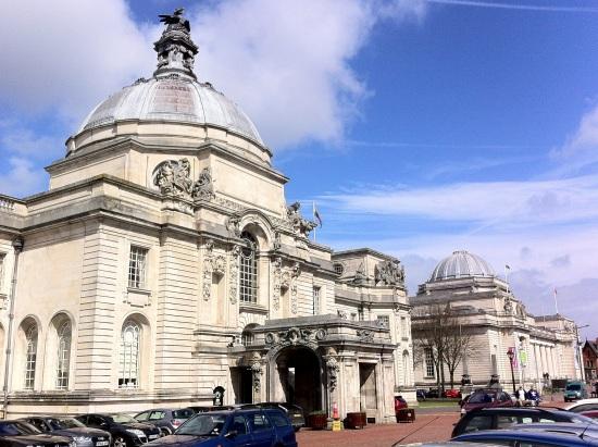 Ayuntamiento de Cardiff  y Museo Nacional de Gales