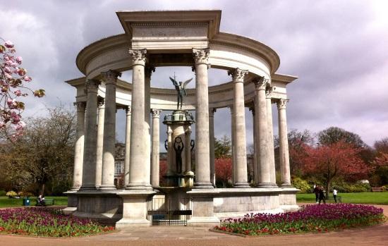 Ayuntamiento de Cardiff y Alexandra Gardens