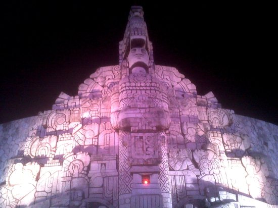 Monumento a la Patria en Paseo Montejo, Mérida.