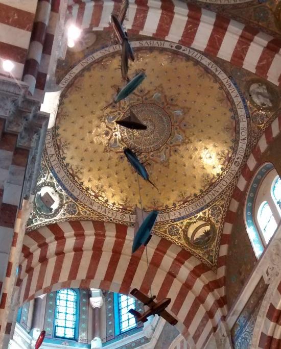 Interior de la Basílica de Notre Dame de la Garde en Marsella