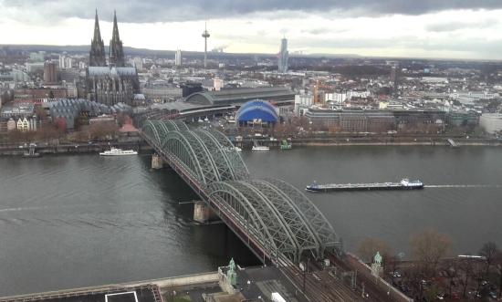 Hohenzollernbrucke, puente en el centro de Colonia