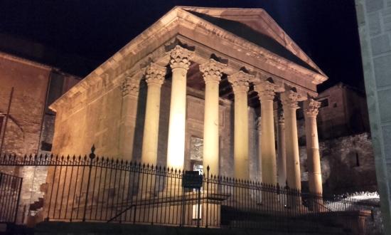 Templo romano en el pueblo de Vic, Cataluña